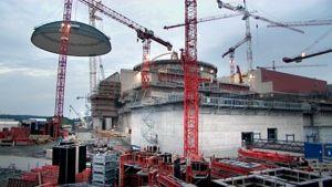 Ydinvoimalan rakennustyömaa Olkiluodossa.