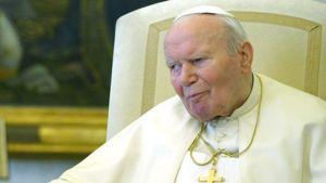 Paavi Johannes Paavali II Vatikaanissa 6.3.2004.