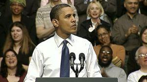 Yhdysvaltain presidentti Barack Obama puhuu yleisön edessä.