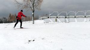 hiihtäjä Joensuun Laulurinteellä