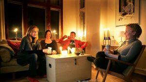 Illalla voi polttaa esimerkiksi kynttilöitä klo 20.30 - 21.30