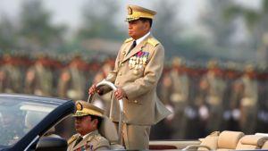 Myanmarin sotilasjuntan johtaja kenraali Than Shwe sotilasparaatissa Naypyitawissa 27.3.2010.