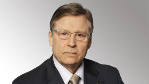 Eduskunnan ulkoasiainvaliokunnan puheenjohtaja Pertti Salolainen