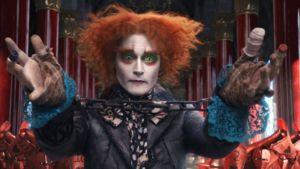 Johnny Depp näyttelee Hullua Hatuntekijää  Liisa Ihmemaassa -elokuvassa.