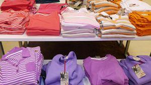 Kuvassa naisten paitoja kevään muotiväreissä