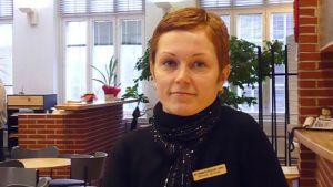 Viittomakielen tulkki Minna Anttila Hämeenlinnan tulkkikeskuksesta