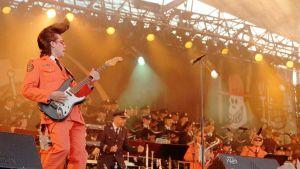Leningrad Cowboys on esiintynyt myös Puna-armeijan kuoron kanssa.