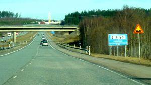 Kuoppia- merkki moottoritiellä
