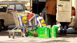 Venäläisiä ostosmatkailijoita Lappeenrannassa.