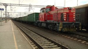 Kuvassa tavarajuna Kokkolan aseman ratapihalla.