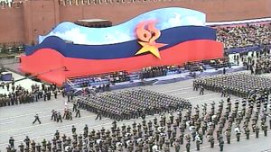 Marssivia sotilaita voitonpäivän paraatin harjoituksissa