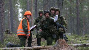 Finnish artillery troops practice in Rovajärvi.