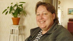 Kuvassa MS-tautia sairastava Elina Kinnunen