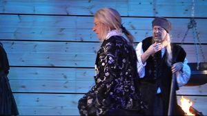 Näyttelijöitä Jyväskylän kaupunginteatterin Tulikokeessa