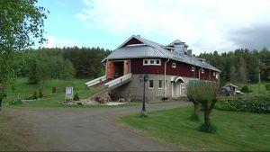 Tipin Nokka -elämyskeskus sijaitsee entisessä navetassa Kiteellä.
