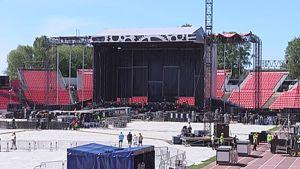 AC/DC:n konserttilavaa rakennetaan Tampereen Ratinassa.