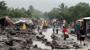 Tulvan ja maanvyörymien aiheuttamia tuhoja Verapazissa El Salvadorissa.
