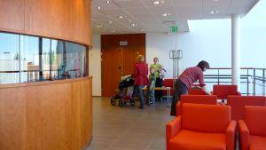 Kuvassa yliopistokeskuksen aula.