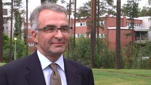 Keski-Suomen sairaanhoitopiirin uusi johtaja, Jouko Isolauri.