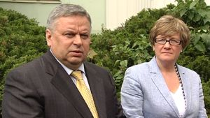 Venäjän ulkoministeriön toisen Eurooppa-osaston päällikkö Viktor Tatarintsev vierellään Suomen ulkoministeriön itäosaston päällikkö Nina Vaskunlahti.