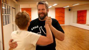 Voimakaksikot tanssiharjoituksissa