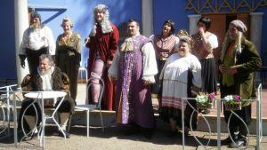 Näillä harrastajavoimilla tulkitaan Paimiossa Gogolin Reviisori