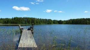 järvi ja laituri