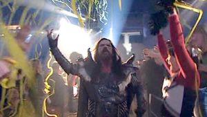 Lordi tuulettaa Turun Caribiassa euroviisujen Suomen voittoa vuonna 2006