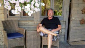Jussi Lammela viettää iltoja kotitalon takapihan saunamökissä uiden ja saunoen