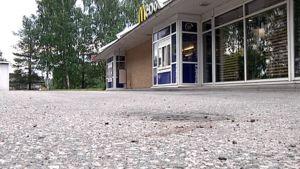 Porvoon ammuskelun tapahtumapaikka McDonald'sin ulkopuolella