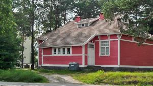 VR:n vanha asemamiehen talo Rovaniemen Poromiehenkadulla