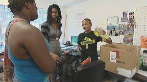 Washingtonilaisen Metro TeenAIDS -nuorisojärjestön jäsenet lähdössä jakamaan ehkäisyvälineitä ja valistusmateriaalia.