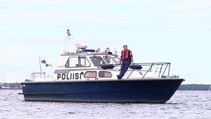 Poliisin vene on harvinainen näky Vaasassa.