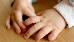 Pienen lapsen kädet