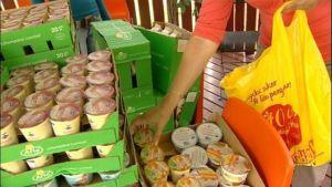 Yhä useammat nuoret aikuiset joutuvat turvautumaan Oulussa ruoka-apuun selvitäkseen arjessa. Oulussa muun muassa Yhteistyötä työttömät ry jakaa vähävaraisille ruoka-kasseja viikoittain.