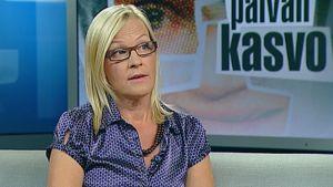 Vähemmistövaltuutettu Eva Biaudet Ylen uutisstudiossa.
