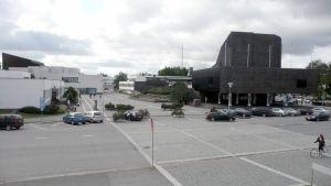 Näkymä Lakeuden Rististä Kansalaistorille, kaupungintalolle ja kirjastoon.