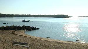 Raahen Varvinranta säilyy ilman rantarakentamista kyläyhdistyksen vastustuksen takia.
