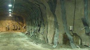Seinien paikkausta Elijärven kaivoksella.