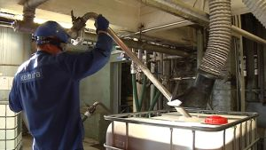 Kemiran Vaasan toimipaikassa valmistetaan sellu- ja paperiteollisuudelle erikoiskemikaaleja.