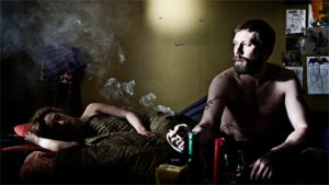 Mies ja nainen sängyllä
