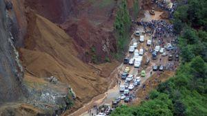 Maanvyörymä rusensi bussin vuoristotiellä Guatemalassa.