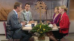 Europarlamentaarikot  Ville Itälä, Heidi Hautala ja Riikka Manner toimittaja Nicholas Wancken jututettavina.