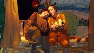 Kuvassa ystävykset Pikku Karhu ja Pikku Tiikeri näytelmässä Oi ihana Panama