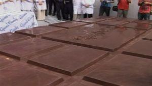 Jättimäinen, armenialainen suklaalevy