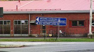 Opastekyltti Oulun Stora Enson alueella.
