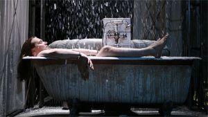 Eppu Salminen kylpyammeessa