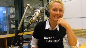 Haastateltava radiostudiossa