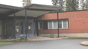 Kuvassa Tunkkarin terveyskeskus-sairaalan sisäänkäynti.