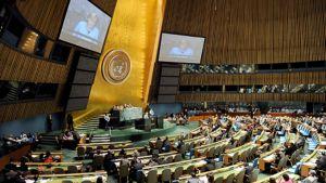 Saksan liittokansleri Angela Merkel puhuu YK:n istuntosalissa New Yorkissa